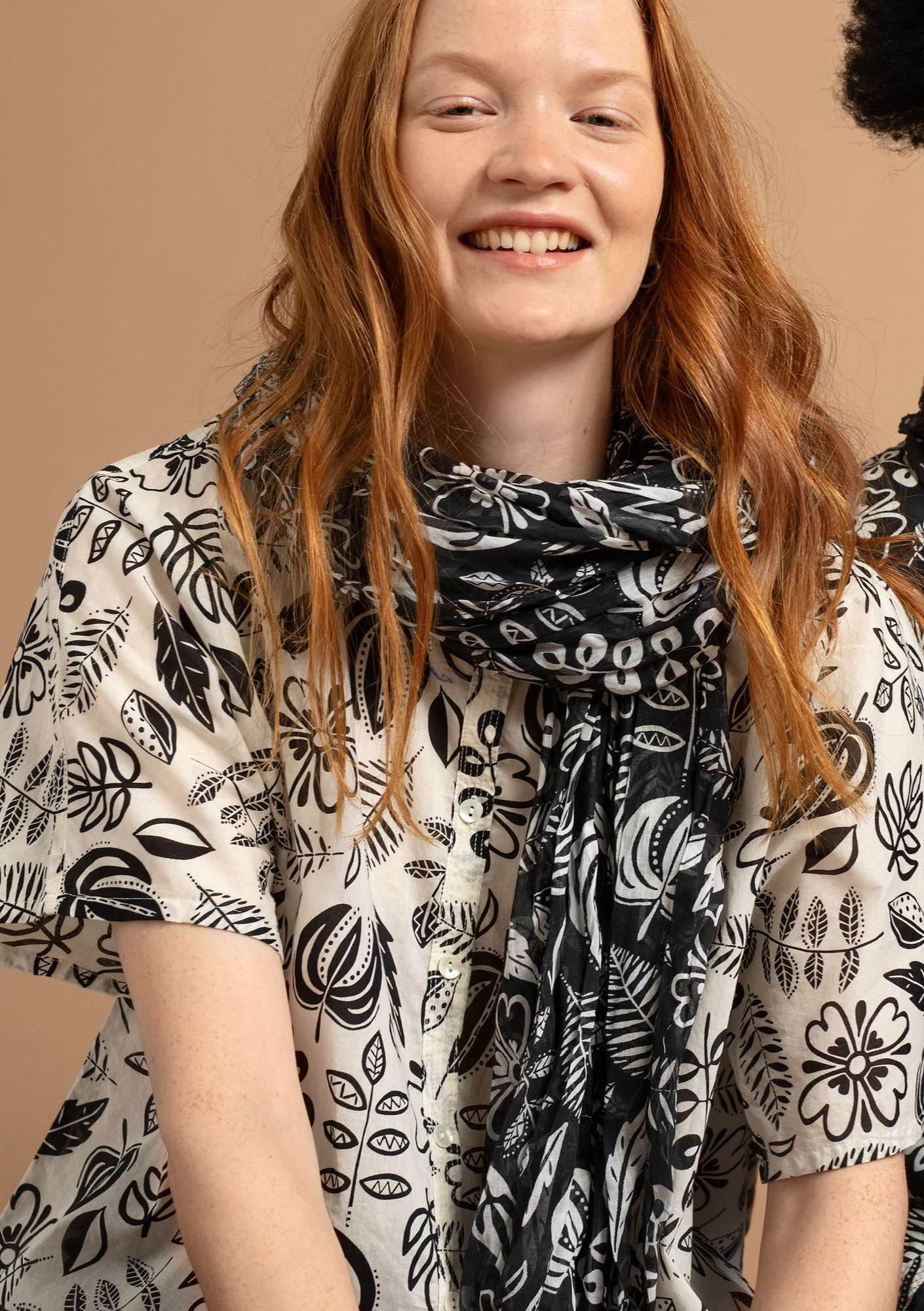 """Rigmor"" shawl in eco-cotton black"