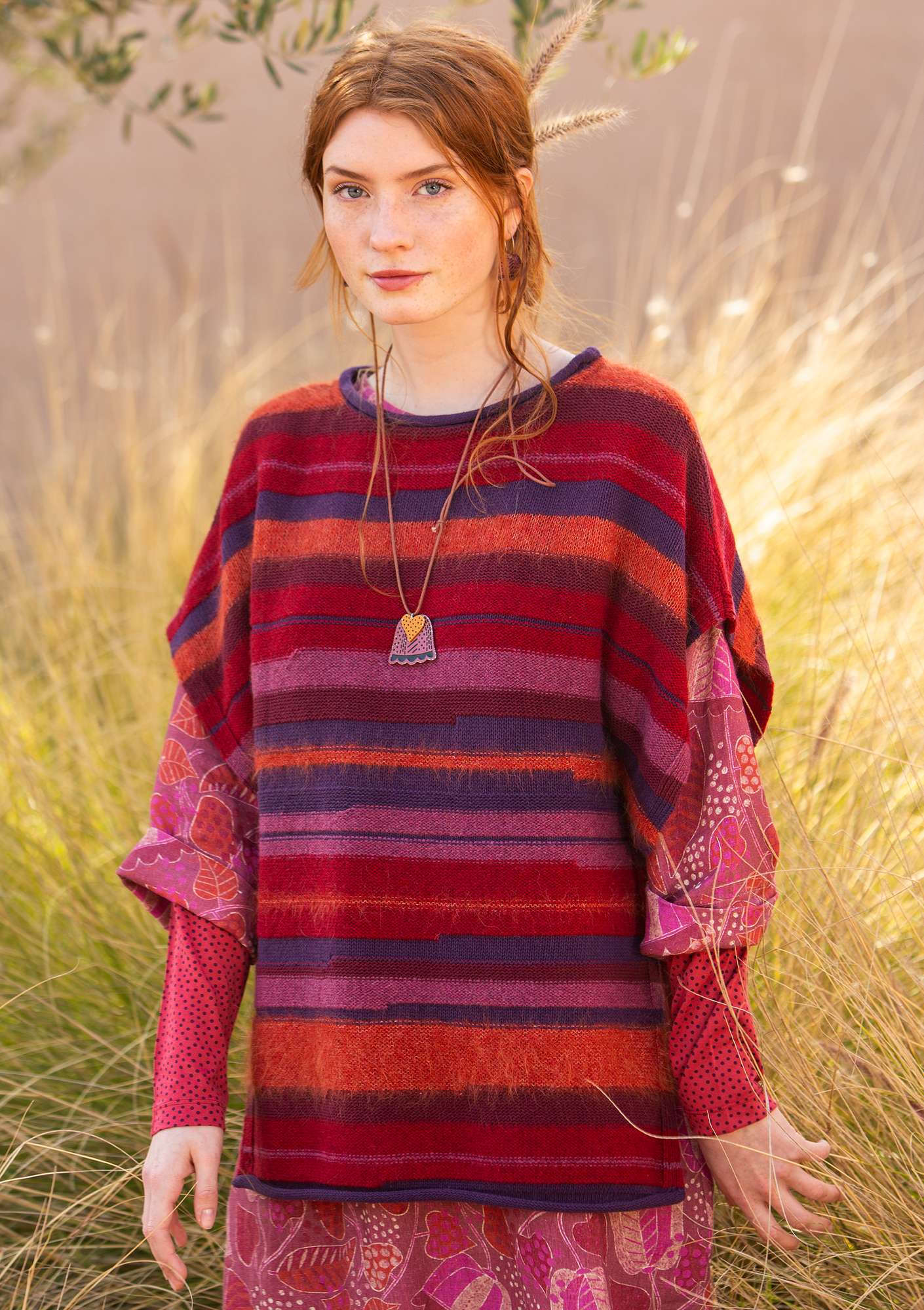 """Field"" poncho/sweater in recycled yarns poppy"