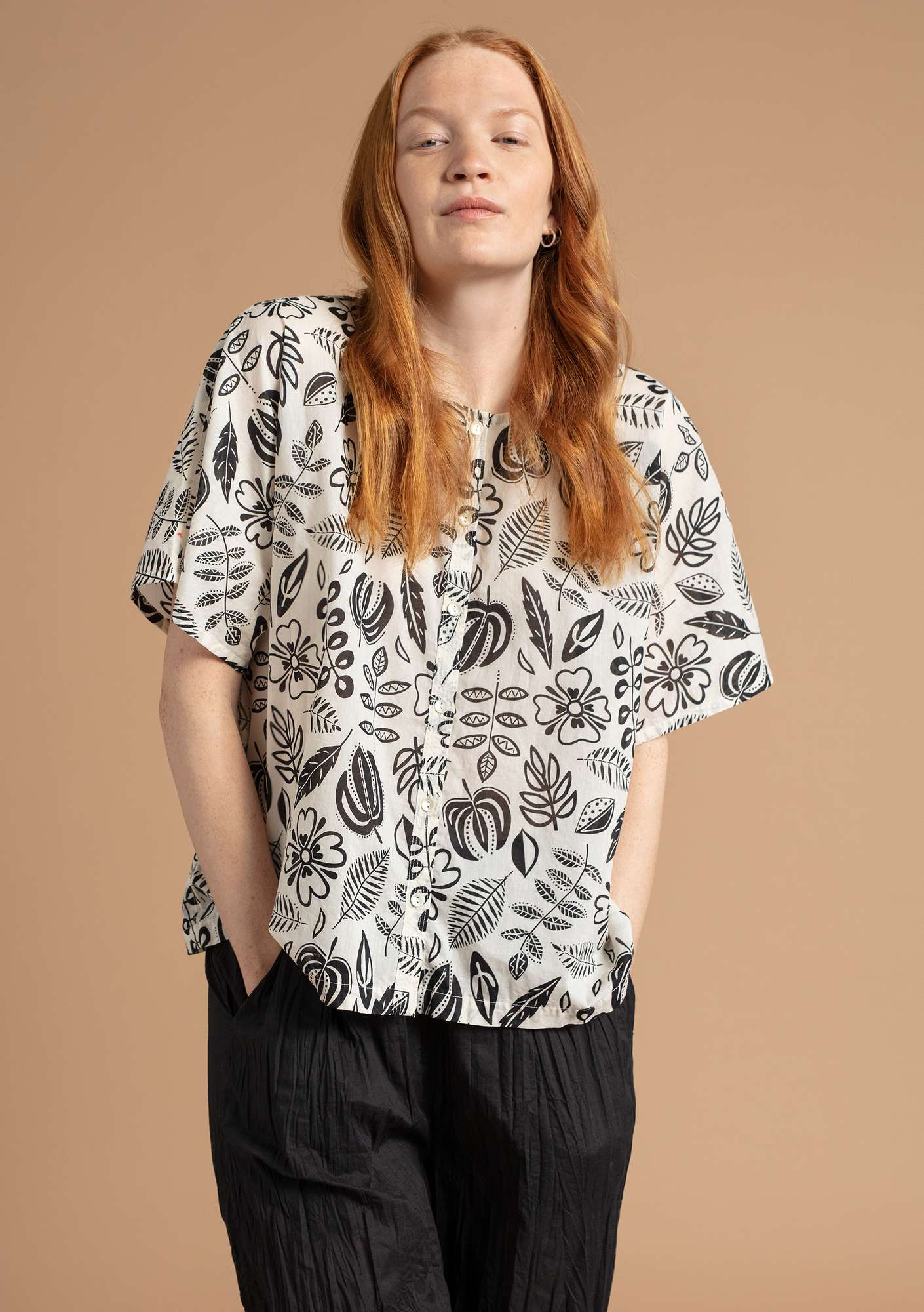 """Rigmor"" blouse in eco-cotton unbleached/patterned"