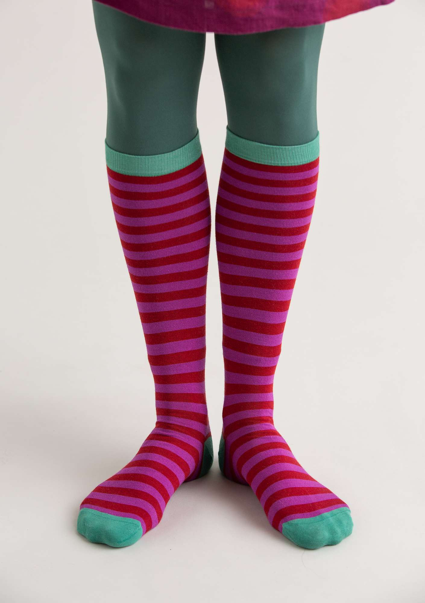 Striped knee-highs in organic cotton pomegranate/dark hydrangea