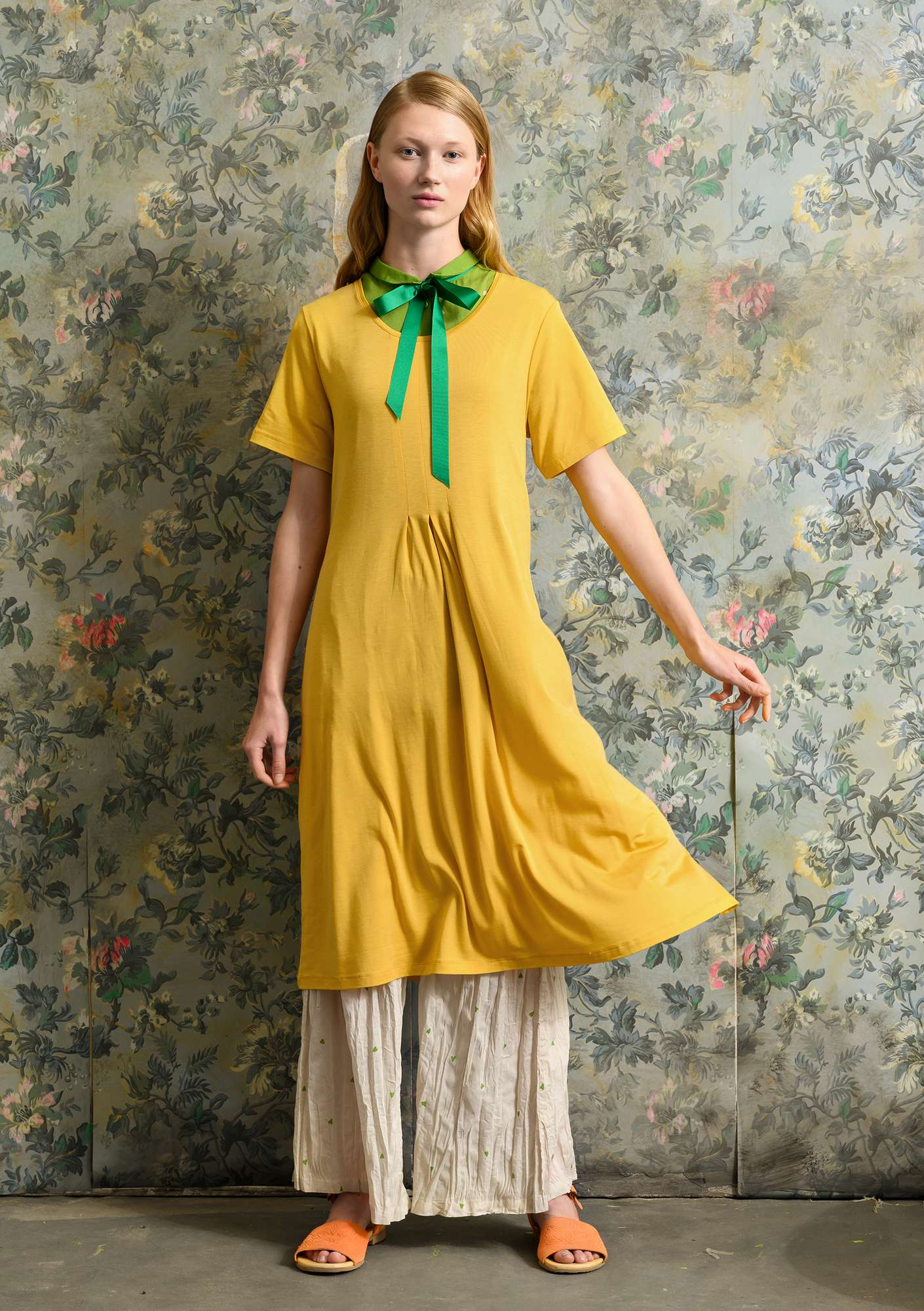 Solid-colour dress laburnum