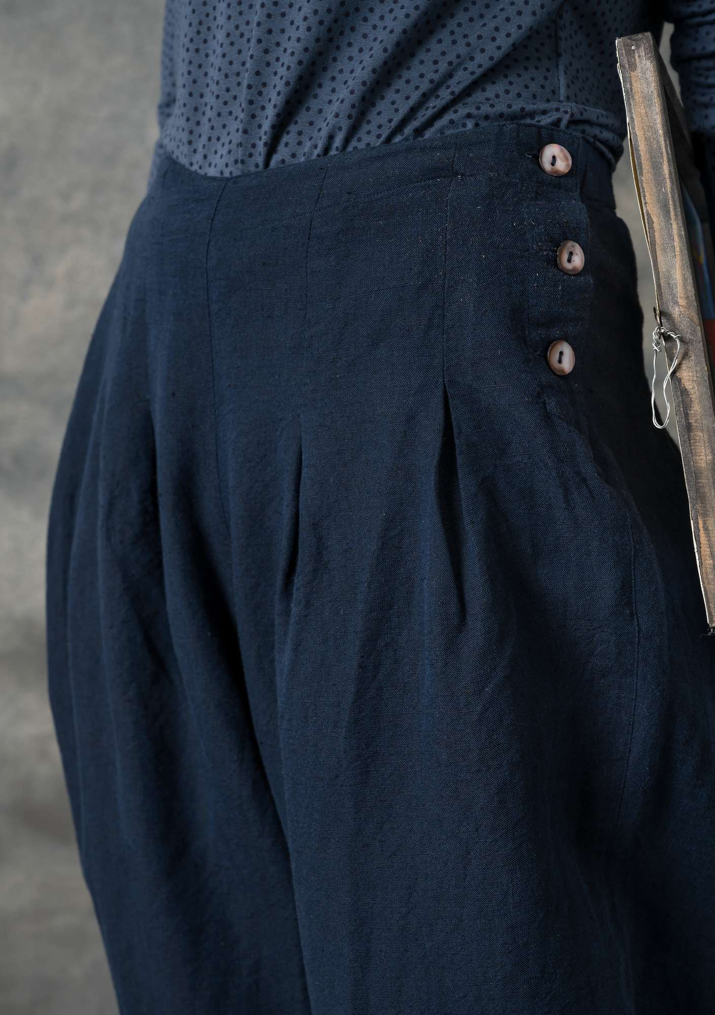 Trousers in cotton/linen chambrey dark indigo